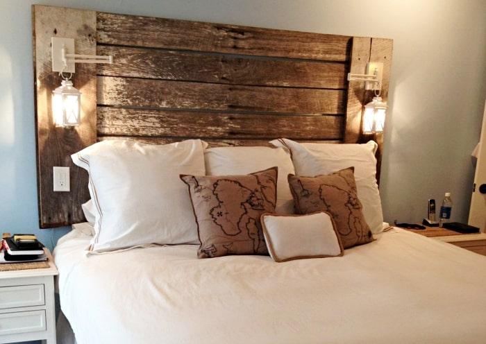 Tête de lit main en bois