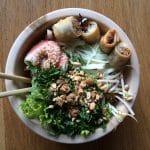 Recette de salade vietnamienne Bo Bun, légumes et crevettes